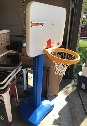 Toddler basketball hoop for Sale in Grove City, OH