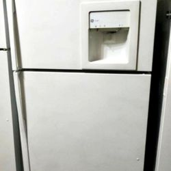 Maytag refrigerator/fridge for Sale in Tallahassee,  FL