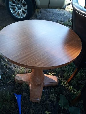 "Table, 30"" diameter and 30"" tall for Sale in Wakonda, SD"