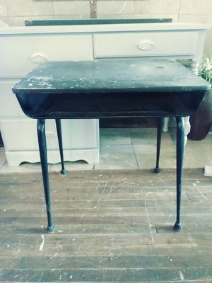 Small desk for Sale in Diamond Bar, CA