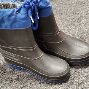 Snow/rain Boots Kids Size 1 & Kids waterproof mittens for Sale in Canyon Country, CA