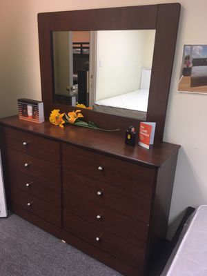 Compressed Wood Dresser and Mirror for Sale in Pico Rivera, CA