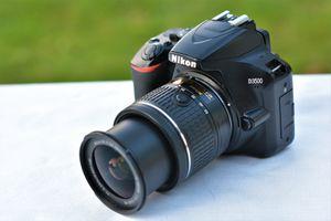 Nikon D3500 DSLR Camera W/AF-P 18-55mm VR Zoom Lens for Sale in Ellicott City, MD