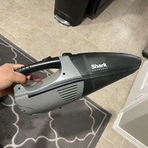 Shark Cordless Handheld Vacuum (needs Battery) for Sale in Richmond, TX