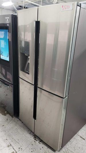 Samsung Fridge 28 cu. ft. 4-Door Flex French Door Refrigerator in Stainless Steel for Sale in Lakewood, CA