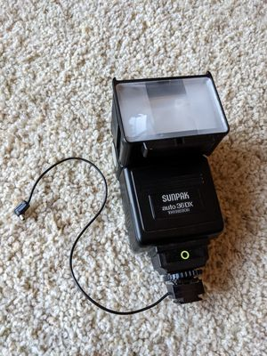 Sunpak Auto 36 DX Thyristor Camera Flash with removable hot shoe adapter for Sale in Santa Clarita, CA
