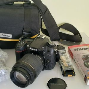 Nikon D7000 DSLR CAMERA WITH 55-200MM ZOOM LENS for Sale in Tampa, FL