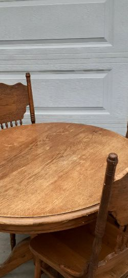 Free Round Table w/ Chairs for Sale in Pico Rivera,  CA