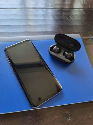 Samsung Galaxy S8+ 64GB w/ Galaxy Buds for Sale in Seattle, WA