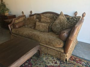 9 feet couch for Sale in Houston, TX