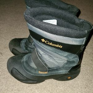 Columbia Snow Boots Boys Size 5 for Sale in Oxon Hill, MD