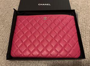 Chanel perforated o case in fuchsia for Sale in Kenmore, WA