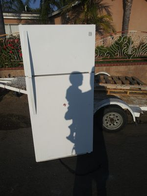 Free Refrigerator for Sale in Riverside, CA