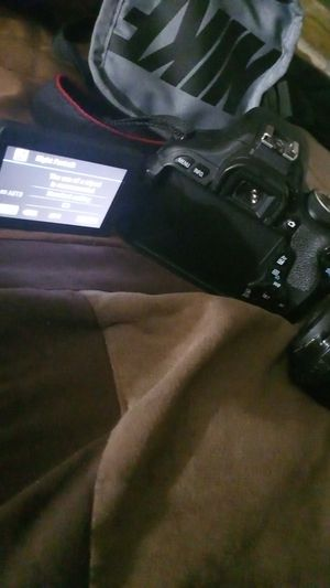 Canon EOS redel t3i for sale come grab with the lense for 400 price is negotiable for Sale in Seattle, WA
