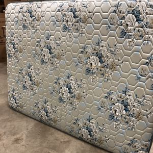 Free Queen Size Mattress for Sale in Indianapolis, IN