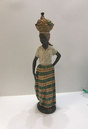 Xl lladro 1984 daisa figurine for Sale in Roswell, GA