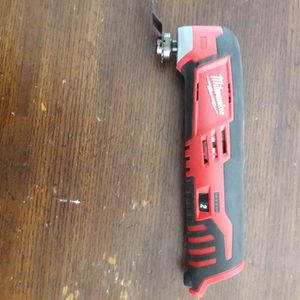 Milwaukee M12 Multi Tool Oscillating for Sale in Downey, CA