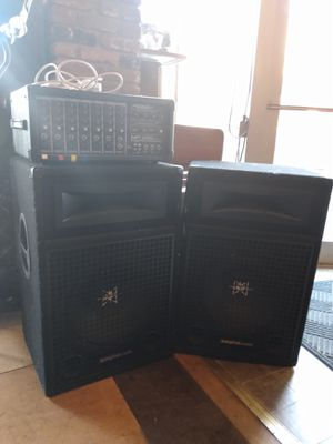 Peavy mp 600 amp/2 speakers with stands for Sale in Portland, OR