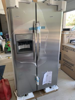 Frigidaire NEW refrigerator for Sale in Queen Creek, AZ