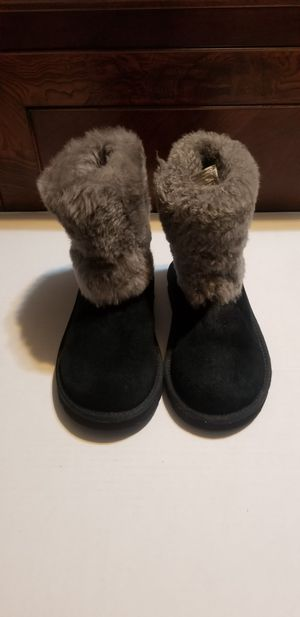 GIRL'S WINTER UGG BOOTS SZ.2 for Sale in Fort Smith, AR