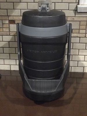 Under Armour Foam Insulated 64 oz. Beverage Cooler for Sale in San Dimas, CA