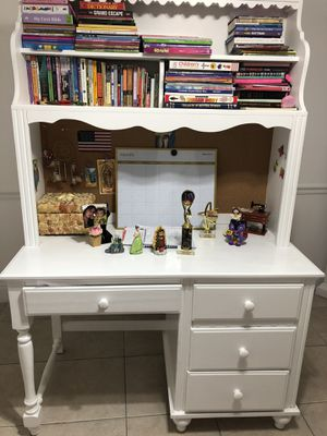 Study desk with 4 shelves and 2 bookshelves for Sale in Miami, FL