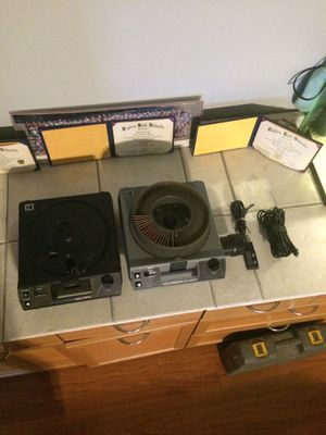 Kodak Extragraphic B III & Carousel 4400 Projectors for Sale in Stone Park, IL