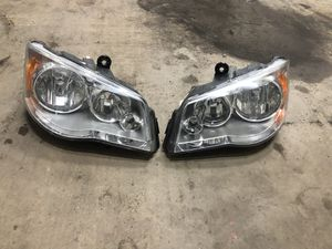 2008 - 2014 chrysler town county headlight for Sale in Fort Washington, MD