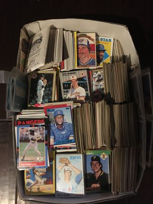 Shoe box of baseball cards 70,80,90s for Sale in Corona, CA