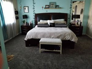 King size Bedroom set with 2 nightstands for Sale in Littleton, CO