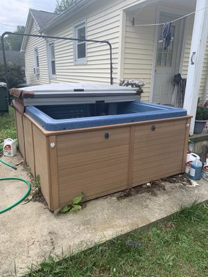 Hot tub for Sale in Milford, CT