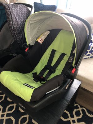 Graco car seat and Base for Sale in Lockport, NY