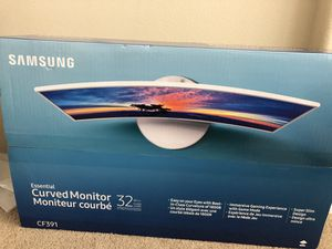 Samsung Essential Curved Monitor 32' for Sale in Palmdale, CA