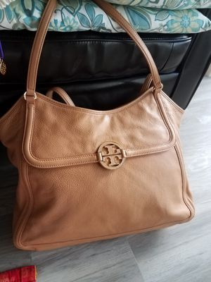 Tory Burch Amanda Hobo Large Leather Bag for Sale in Maple Shade Township, NJ