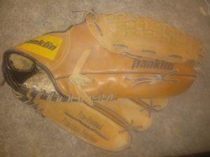 Baseball gloves for Sale in Pennsauken Township, NJ