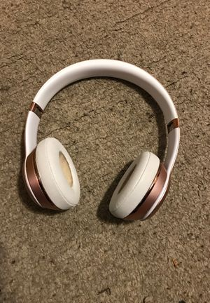 Solo beats 2 wireless with charger and cord for Sale in Lanham, MD