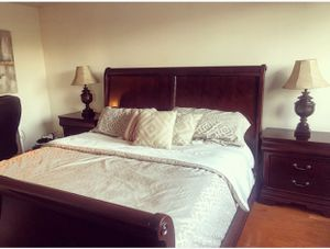 Haverty's Mahogany wood king bedroom set for Sale in Jersey City, NJ