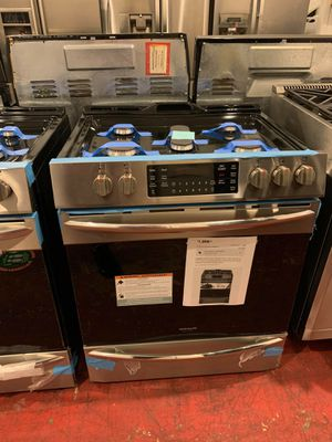 Brand new Frigidaire Gallery 5 burners convection oven gas stove for Sale in Linthicum Heights, MD