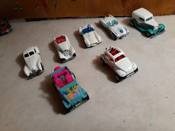 Variety of collectable Hotwheels