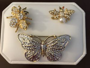 Three piece brooch jewelry set. for Sale in Luling, LA