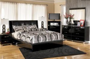 Queen bed frame *reduced price for Sale in Klamath Falls, OR