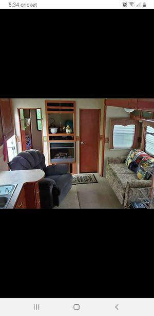 5th Wheel camper for Sale in Hawley, PA