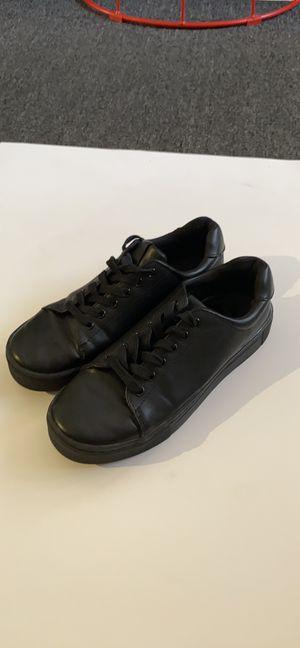 Women sneakers size 5.5 for Sale in Hialeah, FL