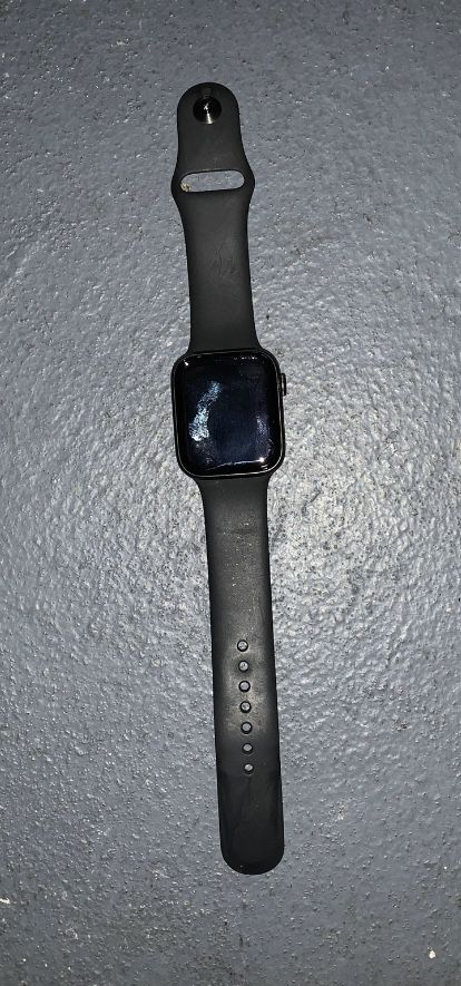 Apple iwatch4 stainless steel for cheap cause I jest eh money for a room