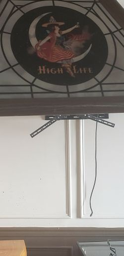 VINTAGE 1980'S MILLER HIGH LIFE POOL TABLE/POKER LIGHT for Sale in Philadelphia,  PA