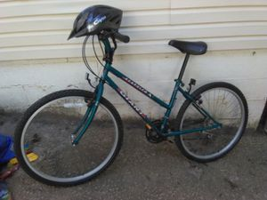 Giant acalpoco ladies mountain bike + helmet for Sale in Atlanta, GA