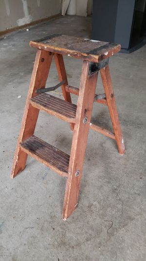 Ladder, FREE. Must pick up by 6pm Monday for Sale in Puyallup, WA