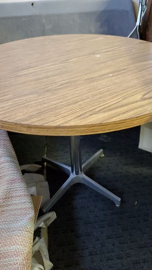 FREE round table for Sale in San Jose, CA