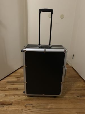 NYX MAKEUP ARTIST CASE WITH LIGHTS for Sale in Bronx, NY