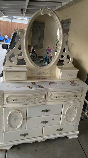 Girls dresser ****FREE*** for Sale in Pittsburg, CA